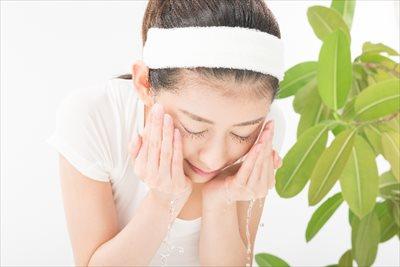 洗顔後はすぐに保湿化粧水を